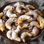 Рогалики з конфітурою, ругелах з журавлиною і горіхами